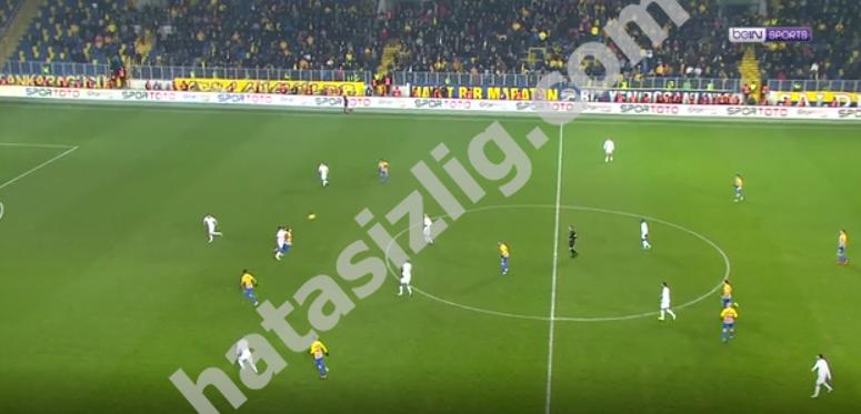 90+2'de Shengelia'nın attığı gol öncesindeki faul pozisyonu