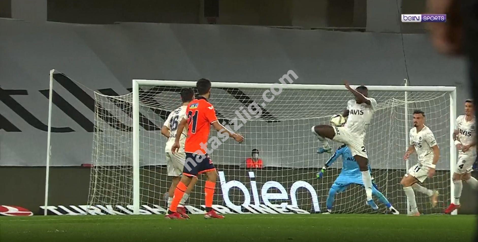 Başakşehir'in penaltı beklediği pozisyon