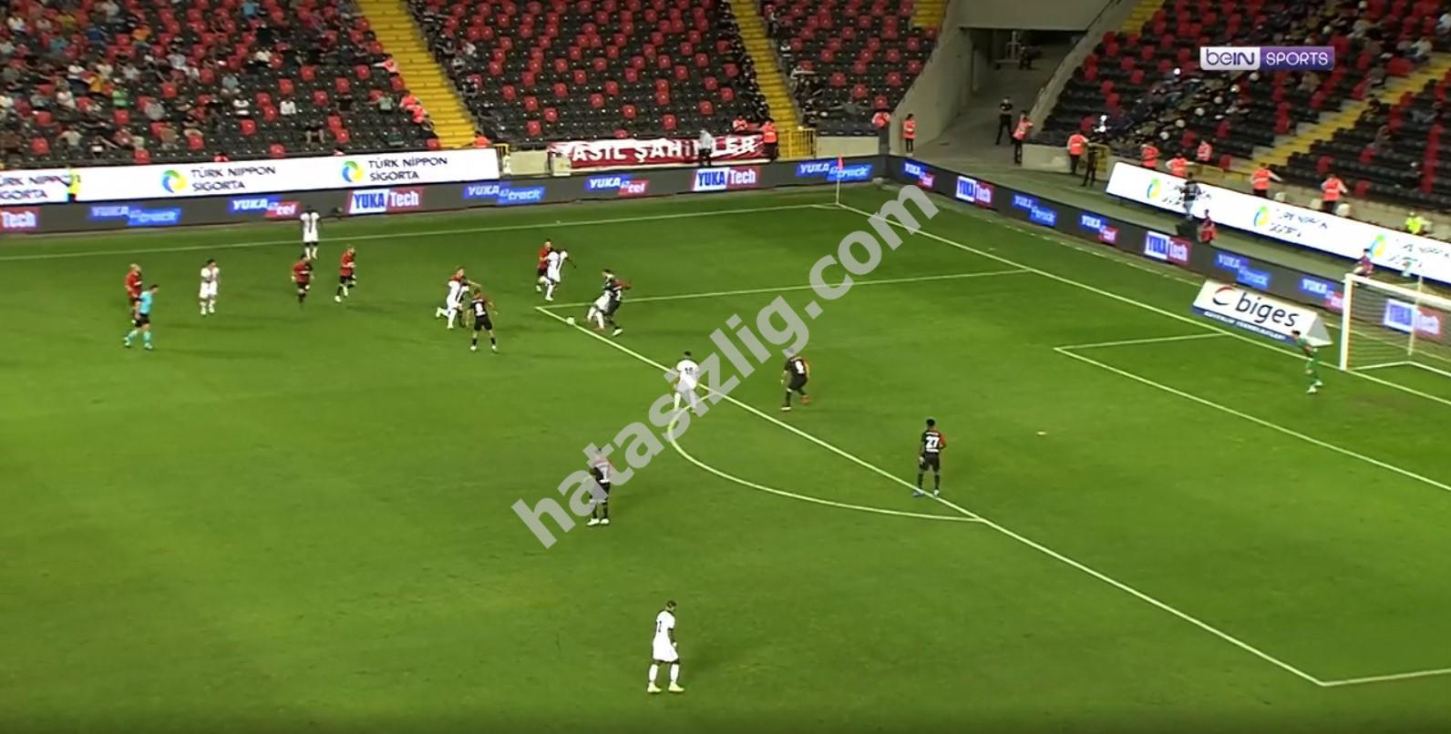 Kenan Karaman'a yapılan penaltı pozisyonu