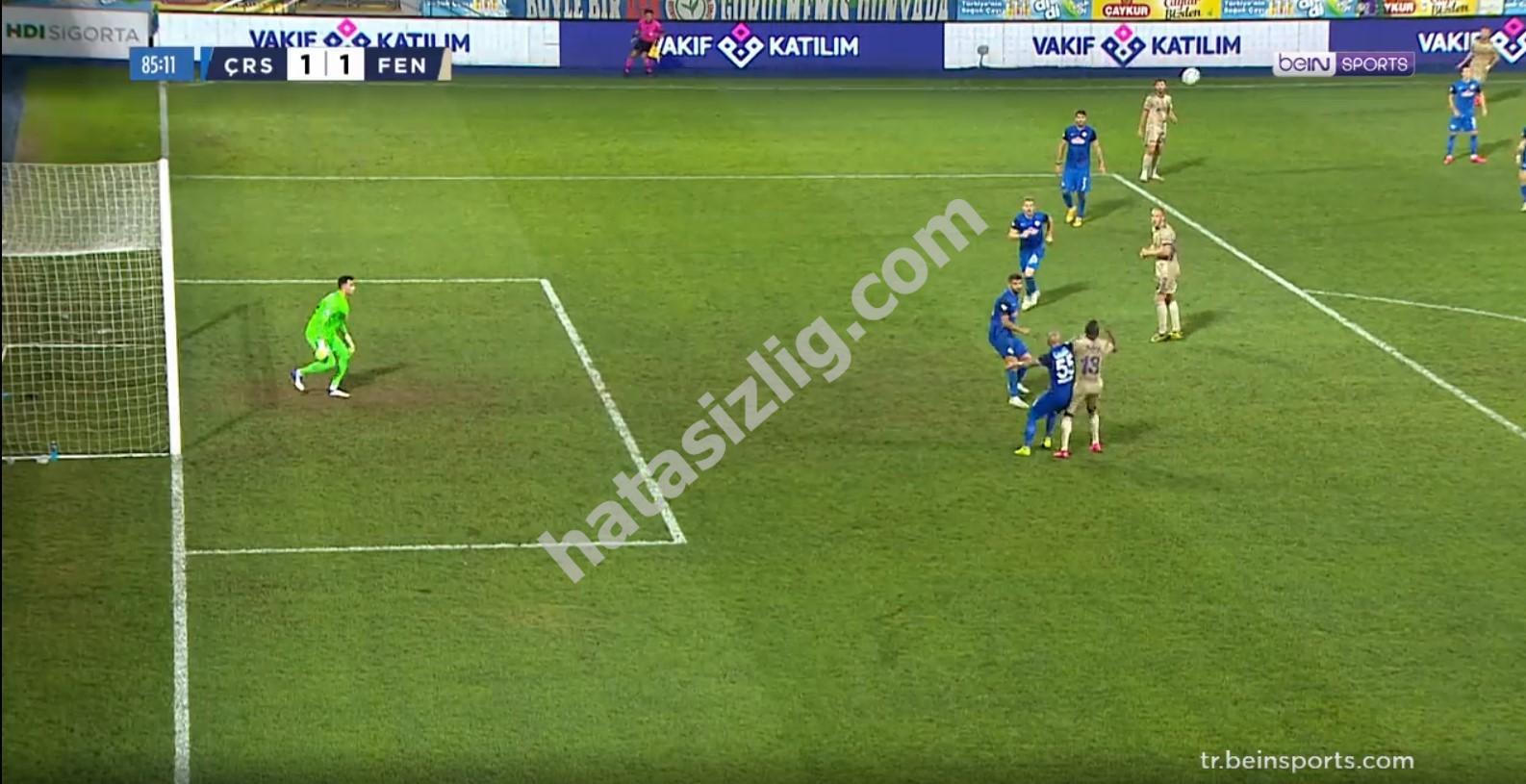 Morozyuk ve Valencia arasındaki mücadele sonrası Fenerbahçe lehine penaltı çıktı